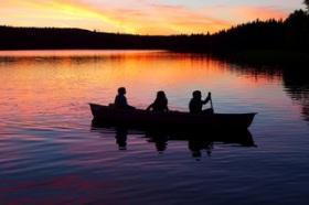 Familienreise Schweden Kanu fahren Paradies für Kinder Urlaub in Schweden