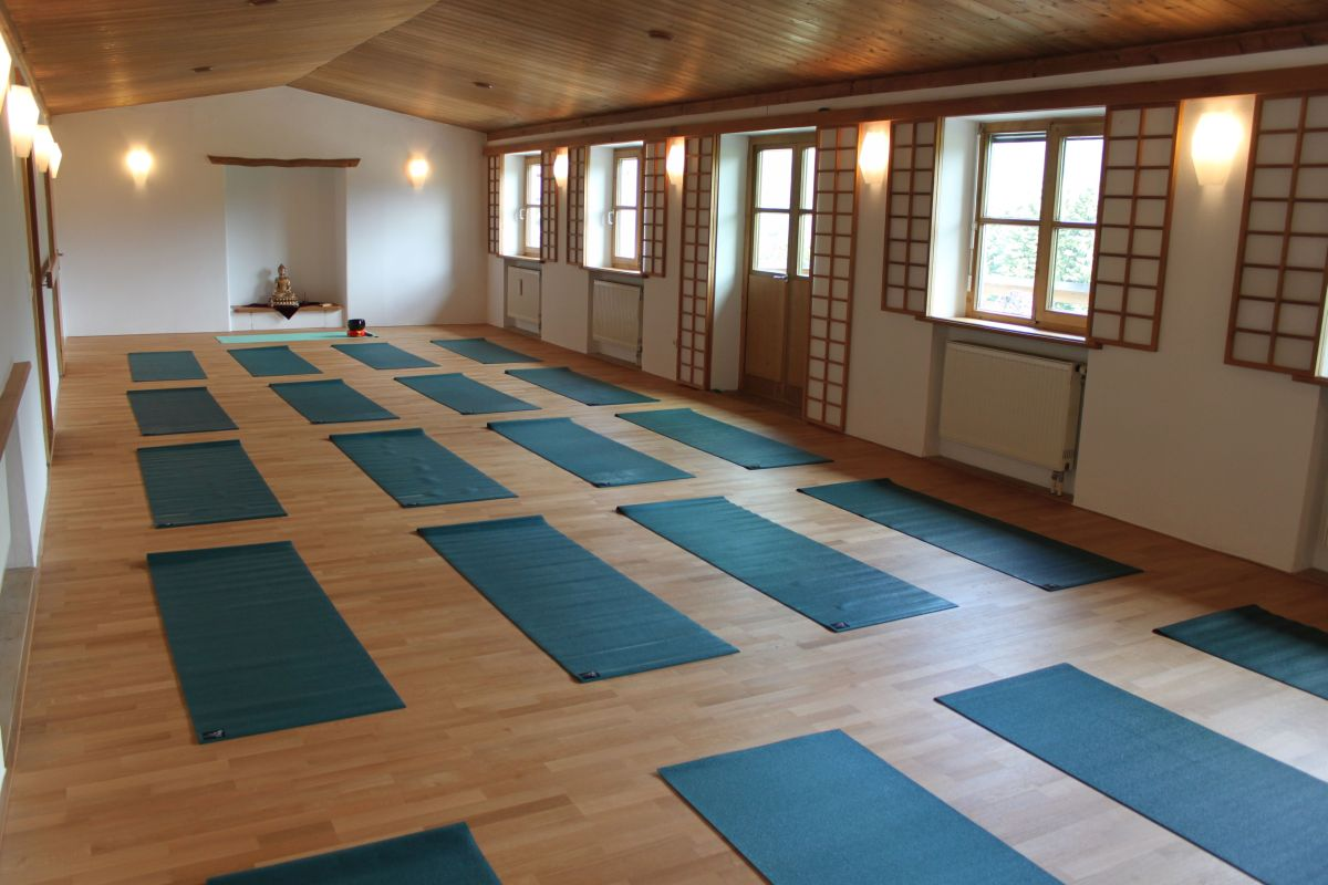 Indigourlaub_Mountain_Retreat_Center_Yoga_2_Web