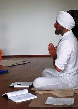 Kundalini-Männeryoga-Workshops