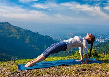 Yoga_in-den_Bergen