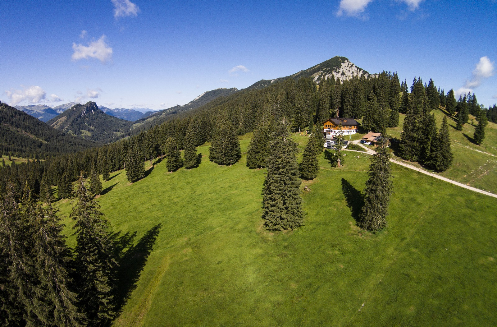 Hütte, Berge, Berglandlandschaft